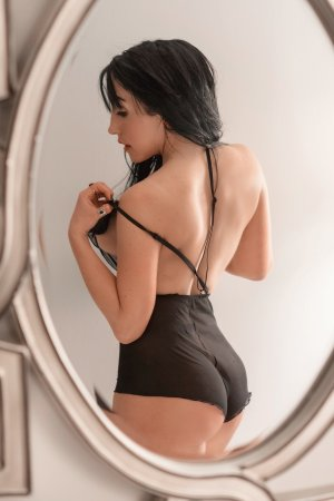 Lucye massage escorts Hoboken, NJ