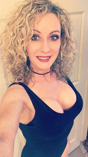 Bernadette escort girl in Marion