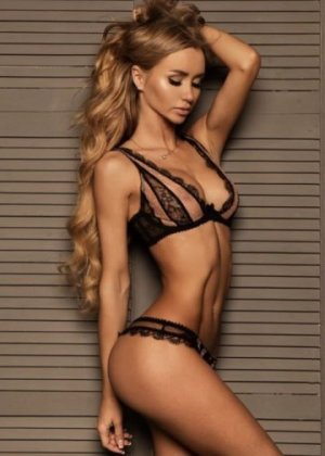 Marie-ambre live escorts Lake Forest, CA