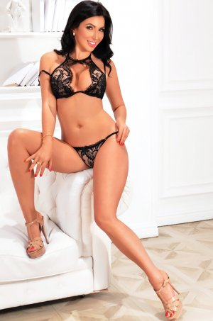 Simiane escort girl in Dover, NH